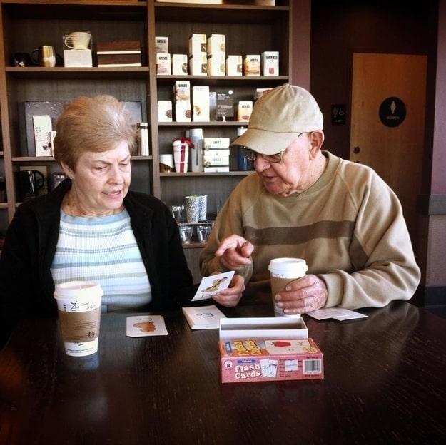 Eşi hafızasını kaybettikten sonra, ona herşeyi baştan öğretmeye başlayan kocası. Alfabe ile işe başlamışlar...