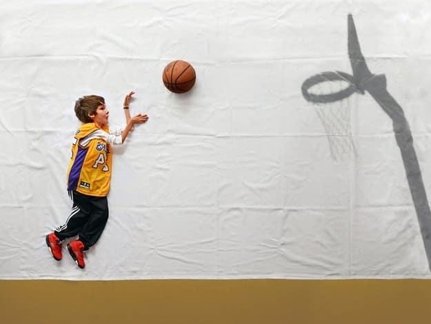 12 yaşındaki Luka, hastalığı nedeniyle tekerlekli sandalyeye mahkumdu, ailesinin ve fotoğrafçının fikriyle  hayallerini ayağa kaldırdılar... (Matej Peljhan )