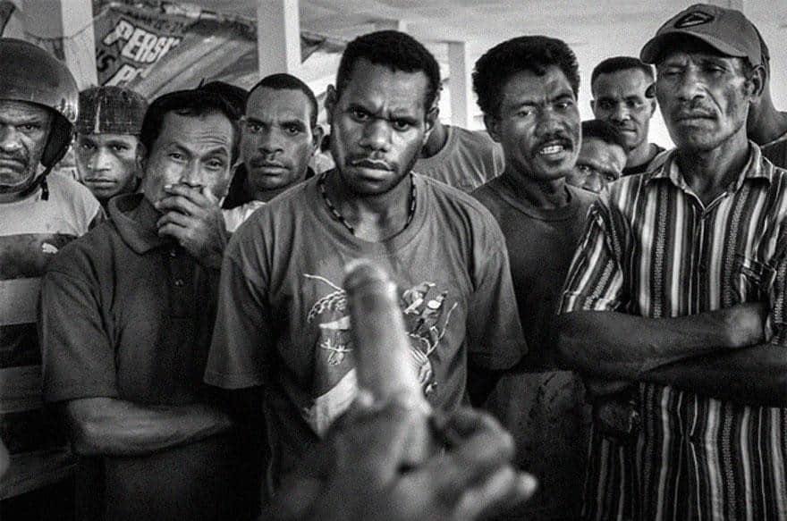 Jayapura, Papua'da kondom kullanımı ilk defa gösterilirken, yıl 2009.