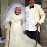 88 yıl önce evlenen Wu Conghan ve karısı Wu Songshi 'nin beraber çekilebildikleri ilk fotoğraf karesi.