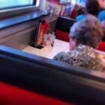 Eşi vefat etmesine rağmen her yemeği onunla yemeye devam eden kadın..